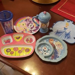 6 piece Kid's plates & 2 cups